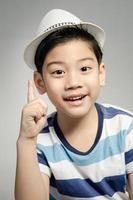 porträtt av asiatisk söt pojke foto
