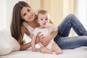 mamma med baby. foto