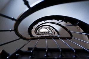 brun spiraltrappa foto