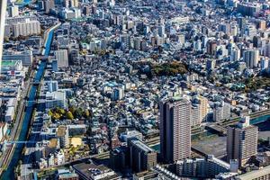 Flygfoto över byggnader i en stad