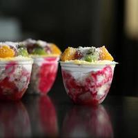 färgglad fryst frukt foto