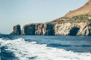 hav nära en klippa
