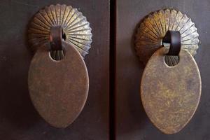 gamla dekorativa komponenter för möbler och hem