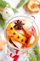 kryddig varm dryck till jul foto