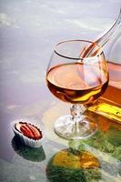 snifter av cognac foto