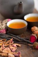 ört blommigt te i kinesisk stil foto