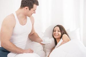 frukost på sängen foto