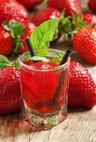 färsk jordgubbecocktail foto