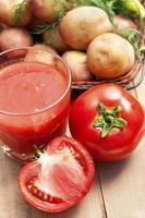 omatosaft och grönsaker foto