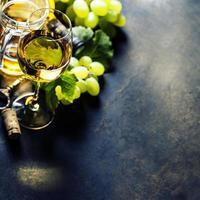 glas vitt vin foto