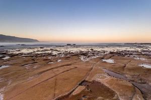 solnedgång på vattenmassan foto