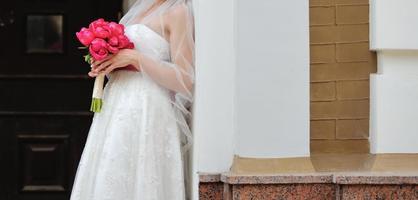 underbar brud i vacker klänning. foto