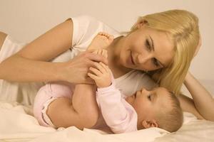 mamma med sitt barn. foto