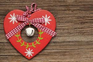 alla hjärtans dag hjärta på trä bakgrund foto