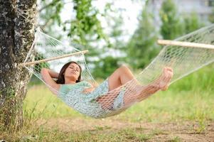 kvinnasömn på hängmatta foto