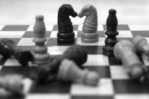 krig och kärlek schack foto