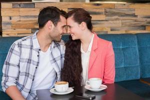 söta par på ett datum foto