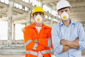 porträtt av säkra manliga byggnadsarbetare foto
