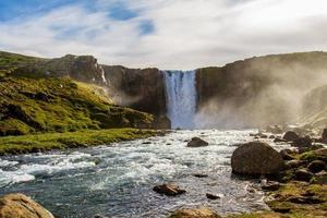 vattenfall under dagen foto
