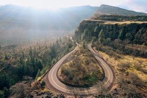 grå asfaltväg foto