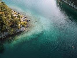 Flygfoto över blått vatten foto