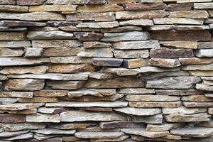 dekorativ vägg från oregelbundna brickor