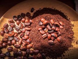 kaffebönor i solen foto