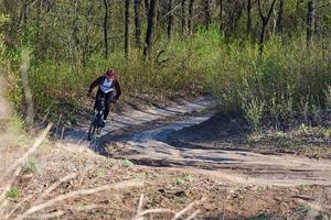 man sommar mountainbike cykling foto