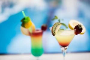 glas färsk juice på din semester på Medelhavet foto