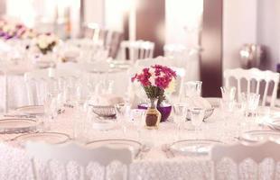 vackert dekorerade bröllop bord foto