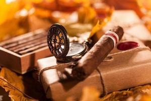 par lådor med fina cigarrer - bra present från vän foto
