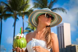 lady på semester, sommar semester koncept. foto