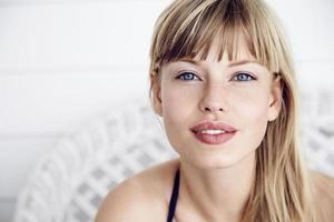 vacker kvinna i porträtt foto