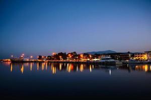 platamonas på natten. foto