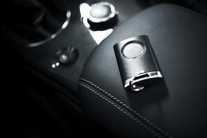 bilnycklar och fjärrkontroll foto