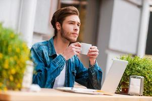 färskt kaffe för nya idéer. foto