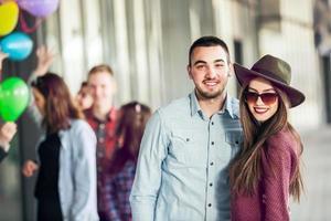 grupp glada tonårsvänner foto