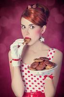 vackra rödhåriga kvinnor med coockie foto