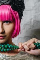 fashionista med pärlor foto