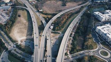 trafik på betongvägar foto