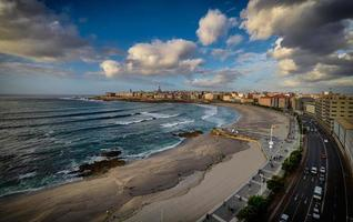 Flygfoto över kustlinjen foto