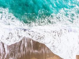 Flygfoto över ett blått hav