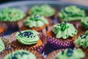 selektivt fokusfoto av muffins foto