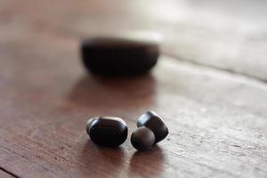 små trådlösa hörlurar foto