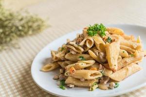 pastarätt på bordsduk