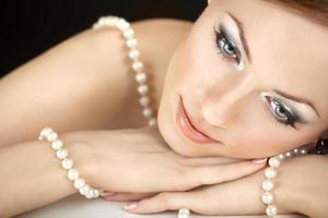 flickan med pärlor foto