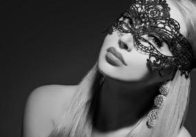 glamourkvinna i mask foto