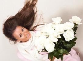 kvinna med rosor foto