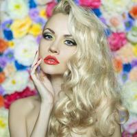 vacker blondin foto