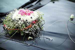 den eleganta bilen för en bröllopsfirande foto